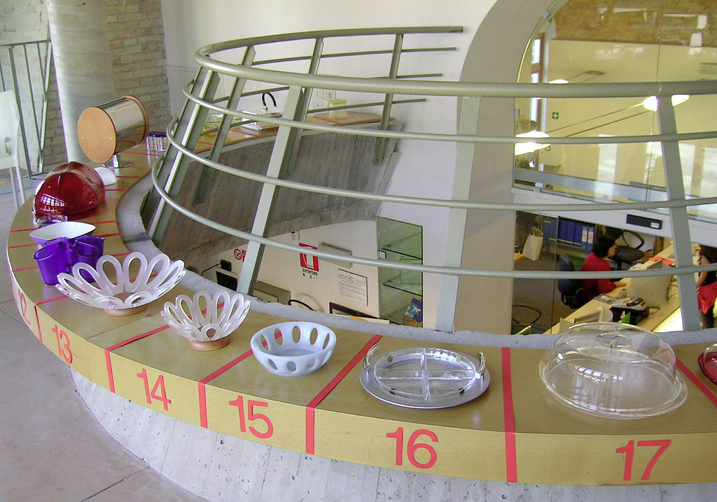 exposition of kitche containers