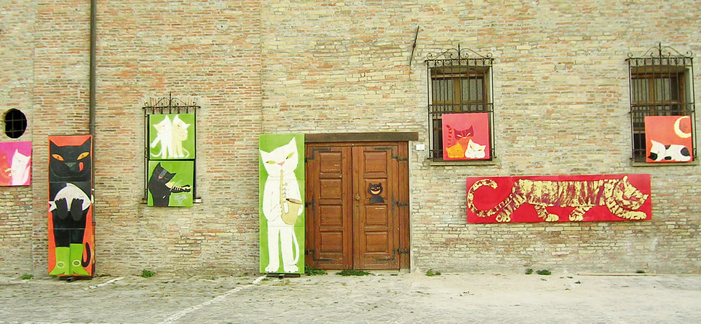 cat paintings on a palace wall